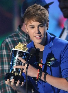 justin-bieber-mtv-awards-2-500x679.jpg